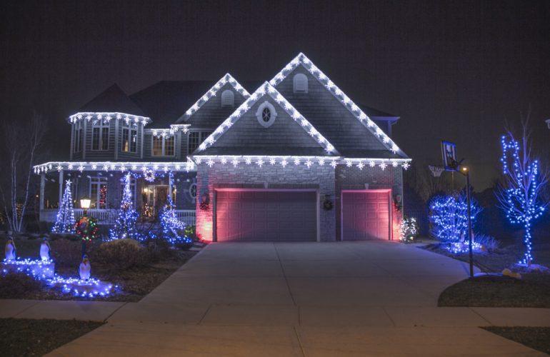 christmas-lights-on-roof-peak
